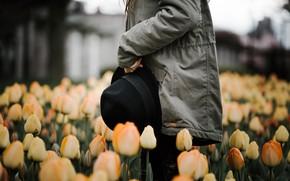 Картинка девушка, цветы, шляпа, куртка, тюльпаны