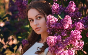 Картинка взгляд, девушка, цветы, ветки, брюнетка, сирень
