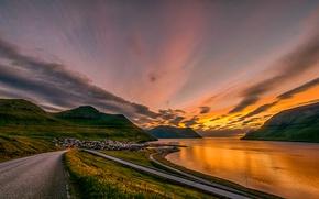 Картинка дорога, небо, закат, горы, побережье, Дания, залив, домики, серпантин, Faroe Islands, Leirvík