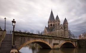 Картинка небо, облака, тучи, мост, река, Франция, дома, фонари, лестница, канал, храм, сумерки, дворец, Metz