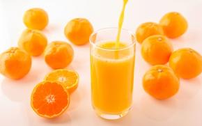 Обои стакан, желтые, фрукты, струя, боке, мандарины, цитрусы, сок, оранжевые