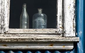 Картинка дом, окно, бутылки, натурализм