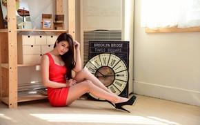 Картинка взгляд, комната, часы, платье, восточная девушка