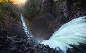 Картинка лес, свет, природа, река, скалы, водопад