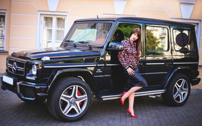 Картинка черный, Mercedes-Benz, стройная, брюнетка, красавица, красные, Biturbo Brabus, Playboy, AMG, телеведущая, гелик, фотомодель, G-Class, Biturbo, …