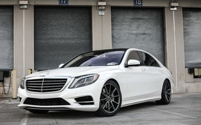 Картинка Mercedes, black, with, S550, roof, painted, gloss