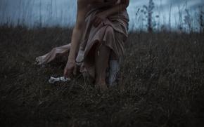 Картинка трава, девушка, носок, платье, декольте, Aleah Michele