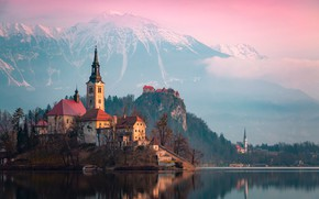 Картинка лес, облака, горы, озеро, Альпы, церковь, островок, Словения, Slovenia, Блед, Bled, снежные вершины