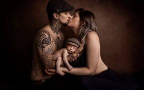 Картинка девушка, фон, настроение, поцелуй, мальчик, тату, кепка, парень, ребёнок, младенец, семейный портрет, Zoe Louise Walker, …