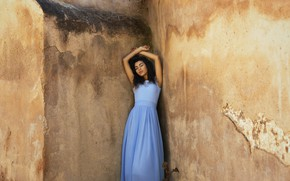 Картинка лицо, стена, модель, волосы, платье, угол