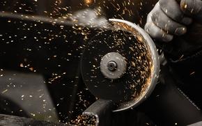 Картинка металл, скорость, искры, болгарка, резка, обороты, Man at work, круг отрезной, по металлу, Угловая шлифовальная …