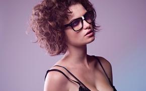 Обои девушка, волосы, портрет, очки, локоны, короткая стрижка