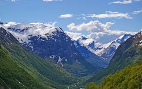 Картинка зелень, лес, небо, облака, снег, деревья, горы, река, green, вершины, Норвегия, forest, river, sky, trees, ...