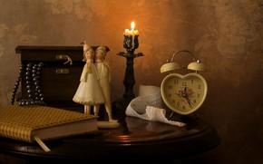 Картинка часы, свеча, ожерелье, будильник, шкатулка, книга, статуэтка
