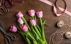 Картинка цветы, стол, тюльпаны, розовые, нитки, ленточки, ножницы, тесьма