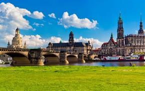 Картинка зелень, небо, трава, солнце, облака, мост, река, здания, дома, Германия, Дрезден, архитектура, дворцы