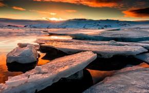 Картинка лед, зима, небо, цвета, солнце, облака, свет, пейзаж, закат, горы, краски, берег, лёд, вечер, льдины, …