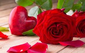 Обои красные розы, бутоны, valentine`s day, love, roses, romantic, розы, heart, red, flowers