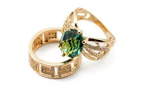 Картинка кольцо, бриллианты, белый фон, перстень, ювелирные изделия, золотые украшения, блеск золота, берилл, огранка камня