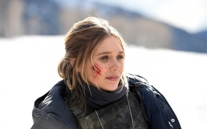 Обои cinema, film, blood, blonde, girl, police, movie, Wind River, bulletproof vest, snow, Elizabeth Olsen