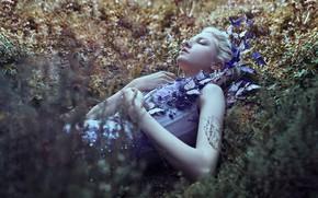 Картинка трава, девушка, бабочки, цветы, настроение, сон, ситуация, Maria Amanda, спящая, Bella Kotak, Maria Amanda Lindqvist …