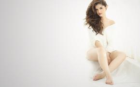 Картинка girl, hot, sexy, legs, eyes, smile, beautiful, figure, model, pretty, beauty, lips, face, hair, brunette, …