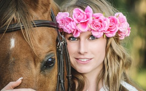 Картинка взгляд, девушка, цветы, лицо, улыбка, настроение, конь, лошадь, венок