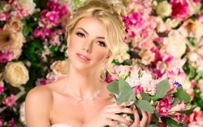 Картинка девушка, украшения, цветы, фон, букет, серьги, ожерелье, макияж, прическа, блондинка, красотка