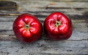 Картинка фон, яблоки, доски, еда, красные, фрукты, два, блестящие, сочные, спелые, наливные