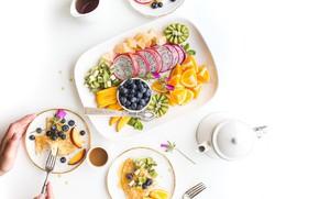 Картинка апельсин, еда, завтрак, киви, черника, фрукты, блины, дольки, нектарин, питайя