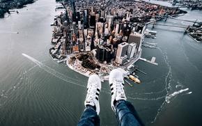 Картинка город, ноги, Нью-Йорк, панорама, Манхэттен, кроссовки, Manhattan, New York City, Hudson River, East River, Ист-Ривер, …