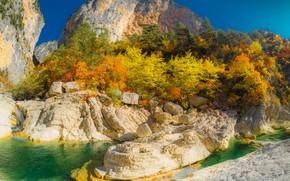 Обои осень, лес, небо, солнце, деревья, горы, ручей, камни, скалы, Франция, Альпы, Aiglun