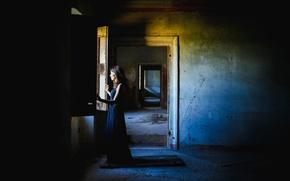 Картинка девушка, комната, окно