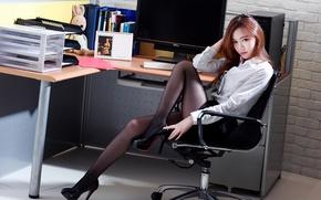Картинка девушка, офис, азиатка, секретарша