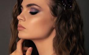 Картинка девушка, лицо, модель, рука, макияж, прическа, профиль, локоны, волосы длинные