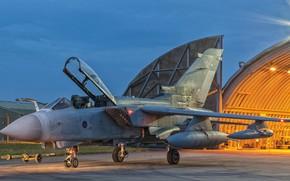 Обои вечер, стоянка, самолёт, Panavia Tornado