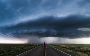 Обои дорога, небо, шторм, дети, люди, циклон, мужчина