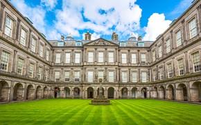 Картинка зелень, небо, трава, облака, цветы, газон, Шотландия, двор, фонари, дворец, Эдинбург, Holyroodhouse Palace