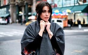 Обои фото, looking, часы, пальто, девушка, gorgeous, улица