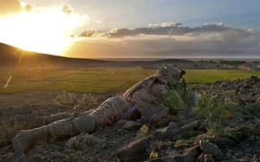 Картинка gun, rock, soldier, sky, military, weapon, cloud, man, duty, american, flag, rifle, helmet, vegetation, uniform, …