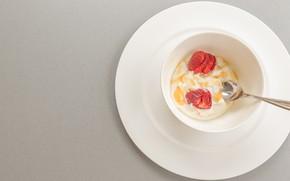 Картинка завтрак, клубника, ложка, чашка, мёд, йогурт