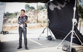 Картинка поза, джинсы, ботинки, куртка, актер, фотосессия, Джереми Реннер, Jeremy Renner, 2016, Sarah Dunn, Hashtag Legend
