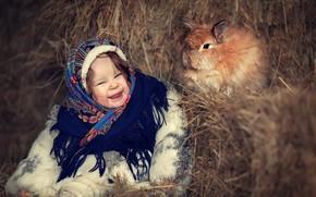 Картинка зима, счастье, улыбка, кролик, сено, девочка, платок