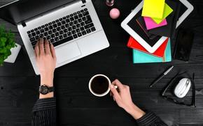 Картинка ноутбук, смартфон, блокноты, планшет, кофе, чашка, вид сверху, ручка, руки