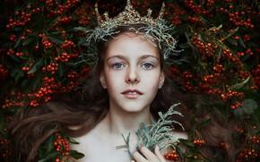 Картинка взгляд, девушка, лицо, ягоды, портрет, корона, принцесса, Bella Kotak