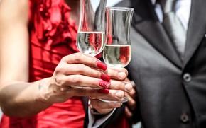 Картинка женщина, руки, бокалы, мужчина, шампанское, маникюр