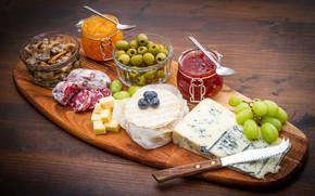Картинка грибы, еда, сыр, виноград, оливки, колбаса, джем, варенье, разделочная доска