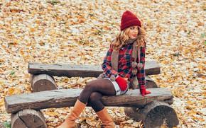 Картинка осень, девушка, скамейка, улыбка, шапка, сапоги, рубашка