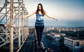 Обои город, крыша, девушка, высота
