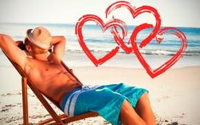 Обои торс, небо, пляж, сердечки, загорает, лежит, шляпа, поза, горизонт, солнце, мужчина, шорты, море, песок, День ...